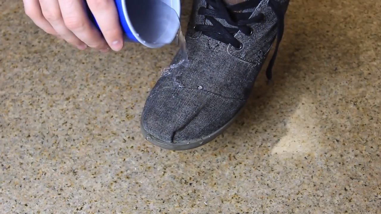how to waterproof shoes